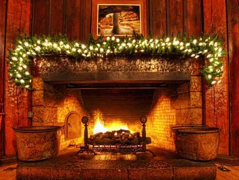 The Christmas fireplace pictures shown here feature striking rustic stone fireplace surrounds trimmed out for the holidays. Given the natural beauty of the stone