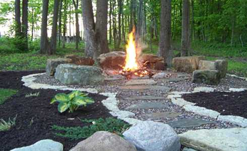 Stone fire pit designs veritable works of art for Backyard rock fire pit ideas